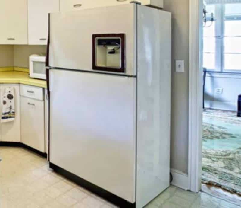 What is best to use to clean inside of the refrigerator