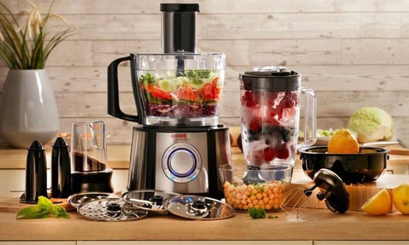 What is the distinction between a food processor and a blender