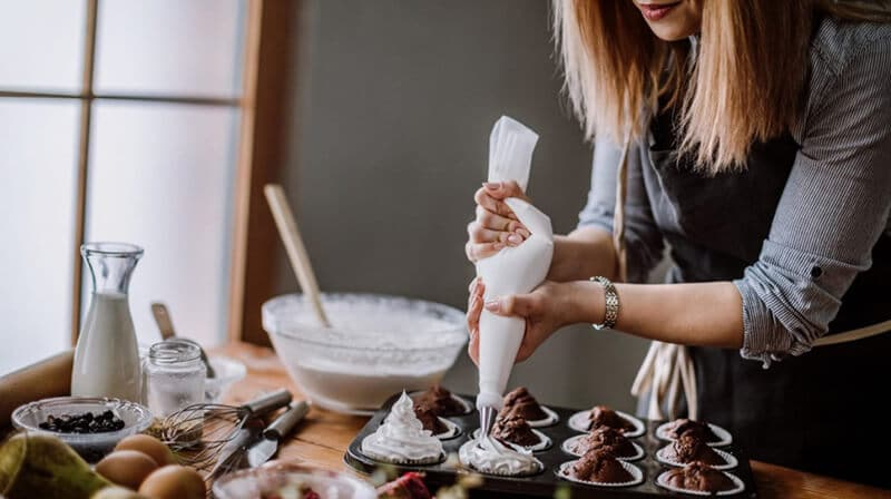 cake decorating tools for beginners