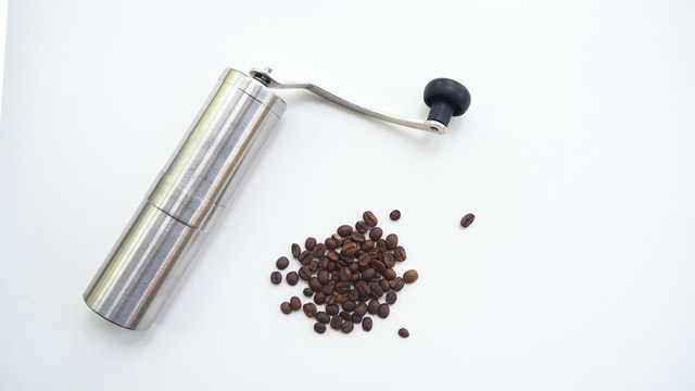 Manual metal coffee grinders are an easy way to grind coffee beans